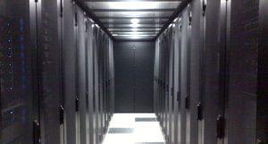 Centre serveur en couloir froid