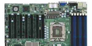 Avec ça on peut en mettre des GPU (Supermicro X8DTH-iF)